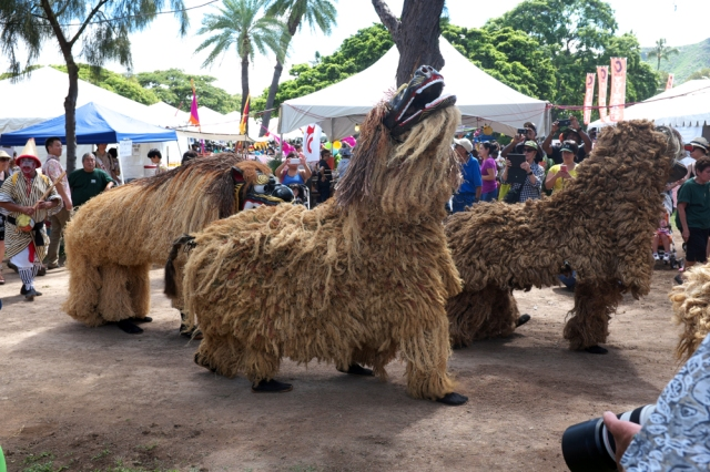 Led by shisa lion dogs, the procession to open 2015 Okinawan Festival in Honolulu's Kapi'olani Park officially began at around 10am on 5 September 2015.